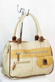 Дамска чанта в бежов цвят 9152720