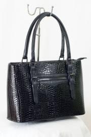 Дамска чанта в черно с лак 9153114