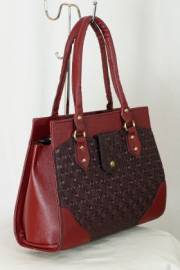 Дамска чанта в бордо 9153175